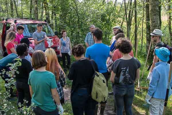 Begrüßung der Teilnehmer des Jugendcamps und Besprechung des Arbeitseinsatzes