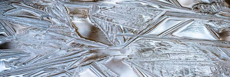 Dünnes Eis auf dem Moorsee